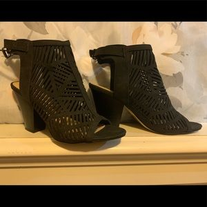Super cute women's black booties